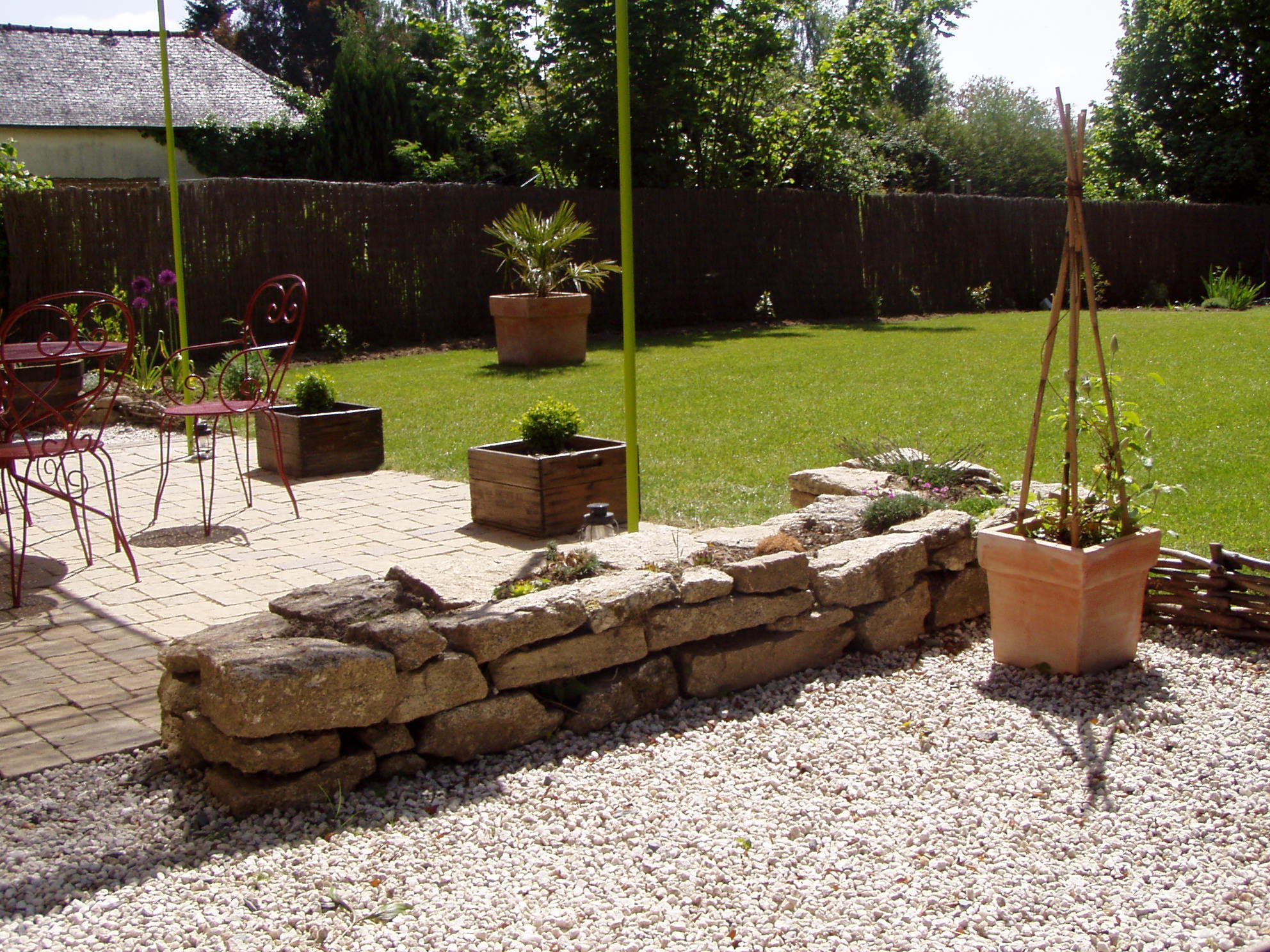 2010 avril une vie au jardin for Petit muret de jardin