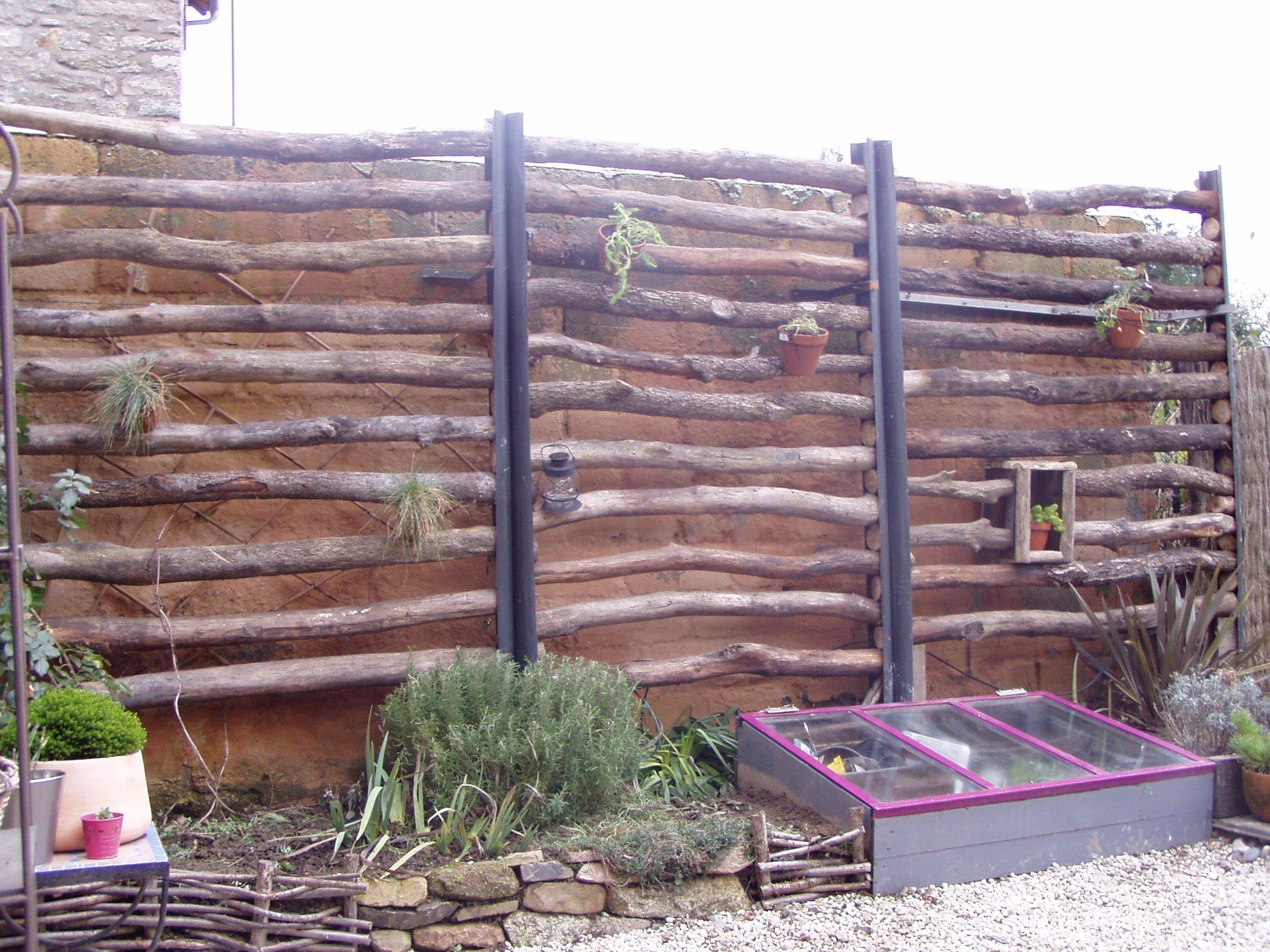 cacher un mur un peu triste une vie au jardin. Black Bedroom Furniture Sets. Home Design Ideas