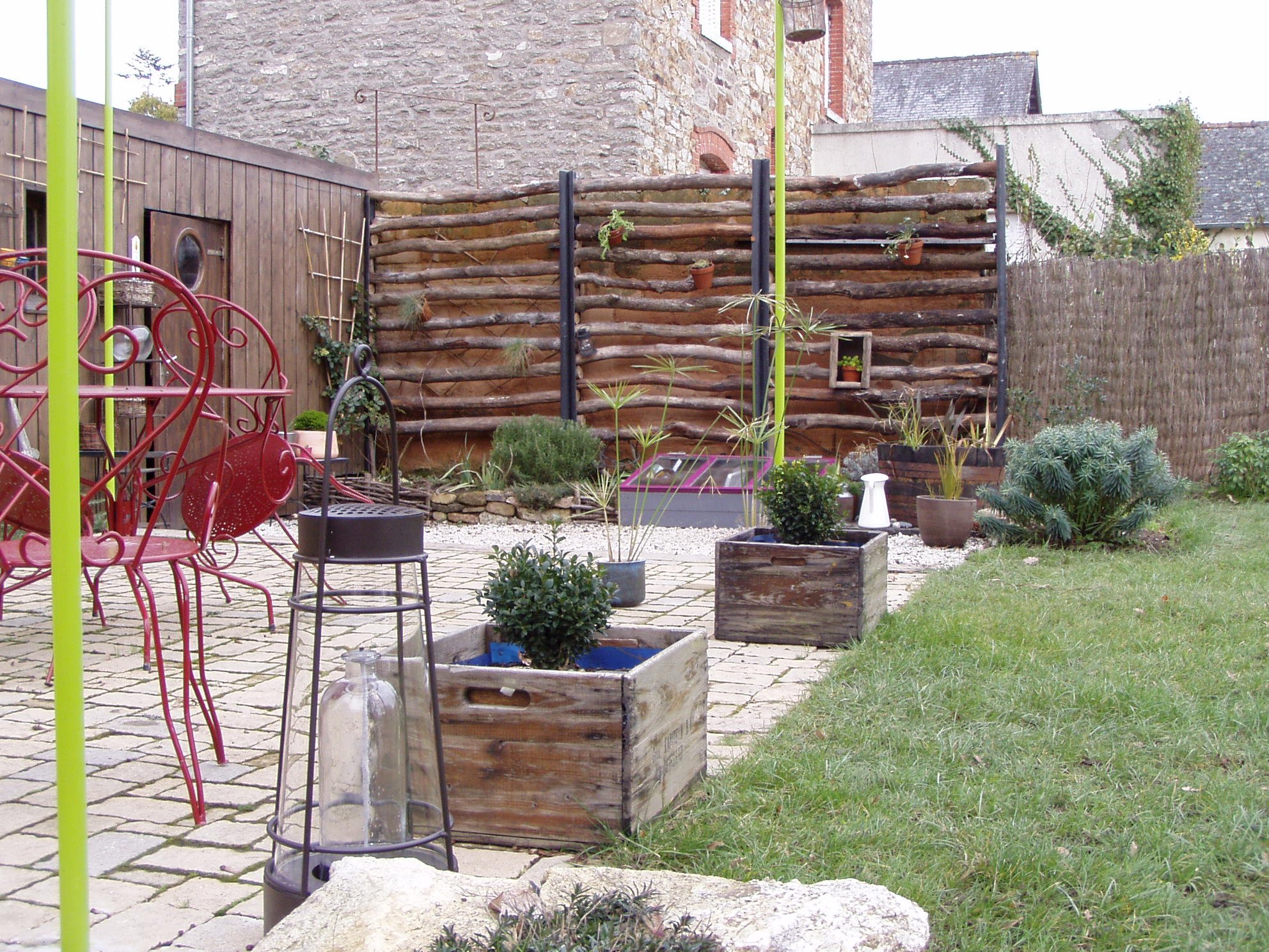 Cacher un mur un peu triste une vie au jardin for Habiller un mur exterieur avec des plantes